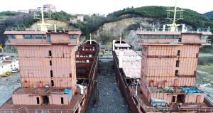 11 yıldır tersanede bekleyen 2 gemi, icradan satılıyor