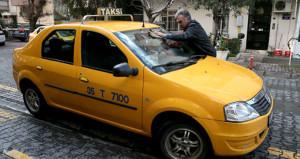 Bir dönem sahnelerde fırtınalar estiren isim, şimdi taksicilik yapıyor