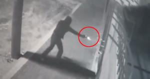 Maskeli hırsız, pompacıya ateş edip benzin istasyonunu soydu!