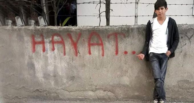 Mavi Balina intiharları bitmiyor! Kendini halı sahanın tellerine astı