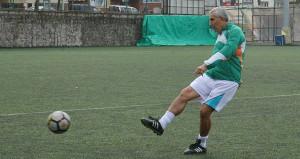 Futbol aşkı bitmiyor! 69 yaşında transfer oldu
