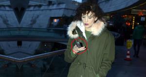 Telefonuna bakılırsa, teknolojinin esiri olmayan tek ünlümüz!