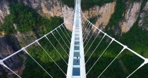 Ziyaretçi akını var! Dünyanın en uzun cam köprüsü büyük ilgi çekiyor