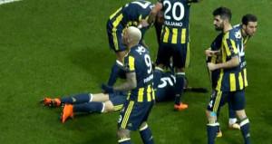 Gol geldi, Mehmet Topal'ın kafası yarıldı