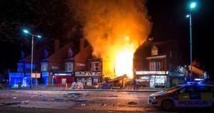 İngiltere'de patlama! Bölgeye çok sayıda ambulans sevk edildi