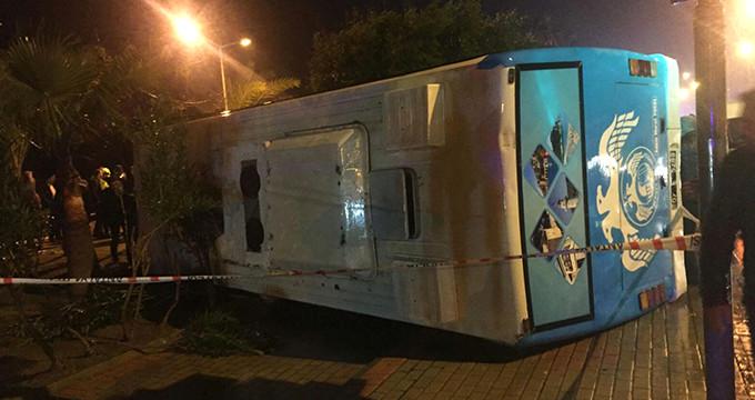 Maç dönüşü askerleri taşıyan minibüs devrildi: 23 yaralı!