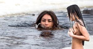 Ukraynalı kadın, güzellik uğruna karda koşup buz gibi suda yüzüyor