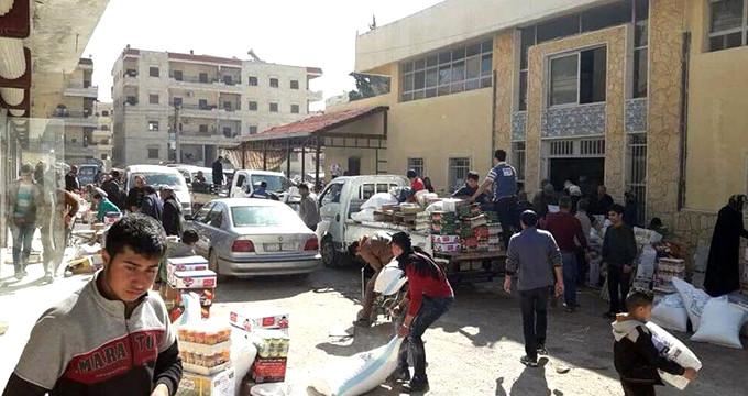 Afrin'de halk teröristlerin gıda deposunu bastı! İşte o anlar