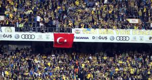 Fenerbahçe taraftarı Kadıköyü inletti: Ali Koç başkan!