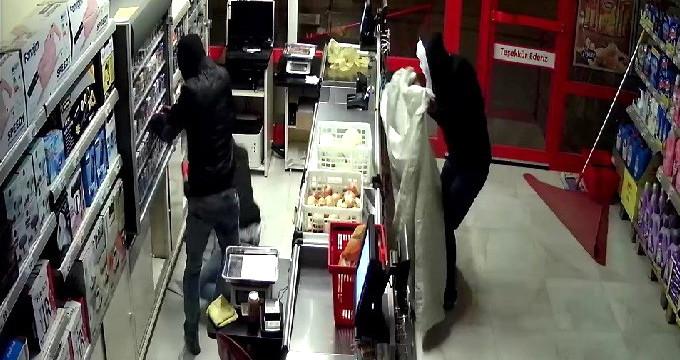 Sigara hırsızları önce güvenlik kamerasına sonra polise yakalandılar