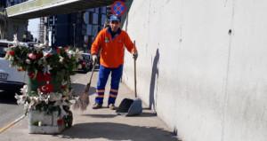 Temizlik işçisi, çöpten topladıklarıyla çöp arabasını böyle süsledi