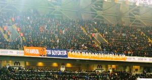 Başakşehir - Beşiktaş maçı öncesi çalınan müzik herkesi isyan ettirdi