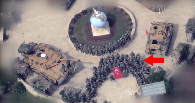 Zafer pozu veren Mehmetçik, Afrin sokaklarını komando andıyla inletti