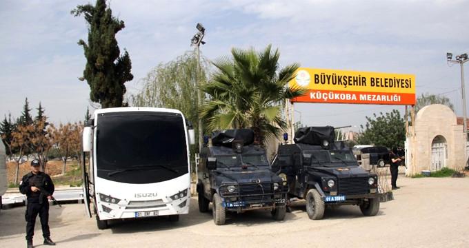 Mezarlıkta PKK propagandasına izin yok! Polis her şeyi söktü