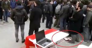 Şehitler için lokum dağıtan öğrencilere terör yandaşlarından saldırı