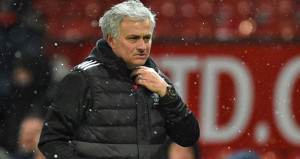 Jose Mourinho neşteri vurdu! Tam 7 oyuncunun biletini kesti