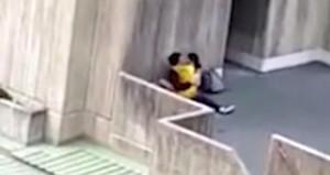 Kampüste ilişkiye giren iki öğrenciyi arkadaşları kameraya çekti