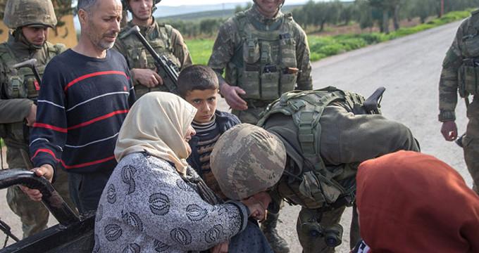 Komandolarla karşılaşan Kürt kökenli ninenin sözleri duygulandırdı!
