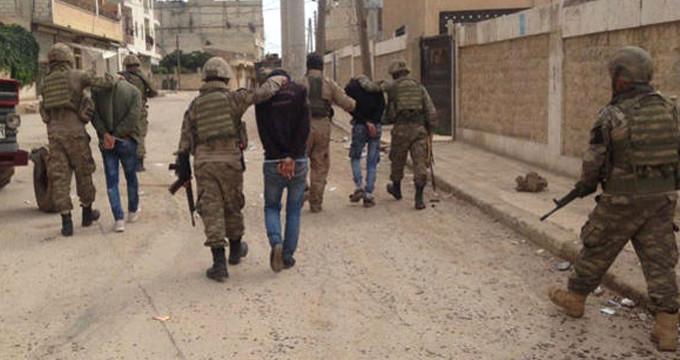 Afrin halkı ve muhtarlar 18 teröristi teslim etti