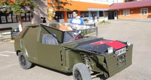 Liselilerden büyük başarı! Hurda parçalardan askeri araç ürettiler