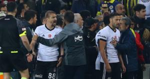 F.Bahçeden derbi açıklaması: Tolga ve Mustafa tribünleri tahrik etti