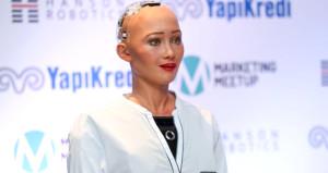 Vatandaşlık alan ilk insansı robot Türkiyeye geldi