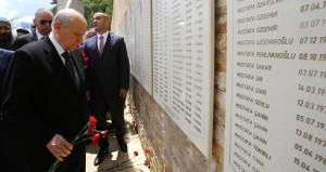 Ülkücü Şehitler Anıtı'nı ziyaret eden Bahçeli'ye sürpriz hediye