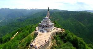 Erdoğan istemişti! Kıbledağı zirvesindeki camiye ziyaretçi akını