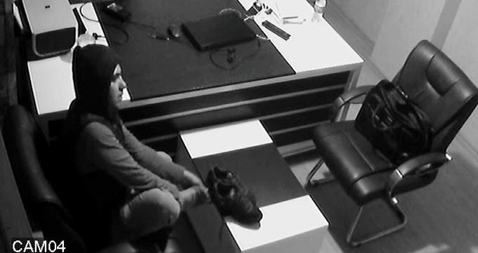 Pişkin hırsız, iş yerini soyduktan sonra ayakkabısını çıkarıp dinlendi