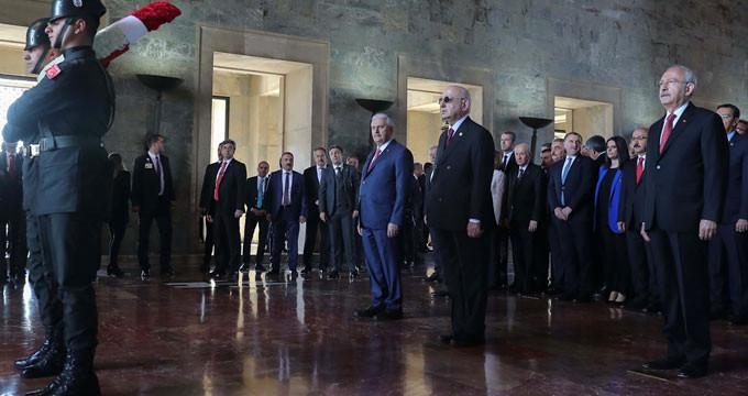 Devlet erkanı 23 Nisan töreni için Ata'nın huzurunda