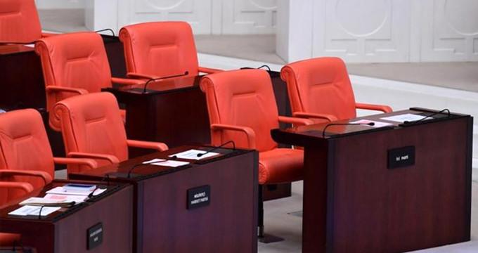 Meclis'te oturma düzeni değişti, ilk günden İYİ Parti krizi çıktı!