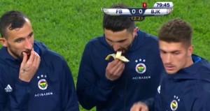 Derbide muz yiyen Fenerbahçeli nedenini açıkladı
