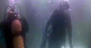En uzun süre soğuk denizde yaşama rekoru bir Türke geçti!