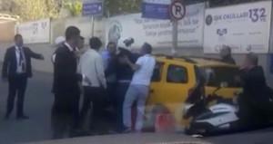 Taksici, fazla para isteyince sevgilisini çağırıp ortalığı karıştırdı