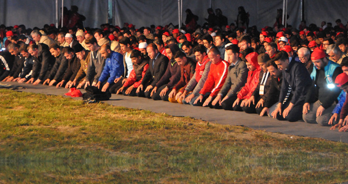 57'nci Alay'a büyük vefa! Sabah namazını kılıp yürüyüşe geçtiler