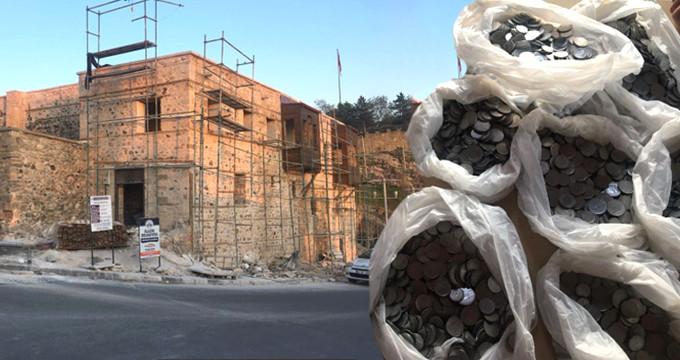 Konağı restore eden işçi taşı çekti, 5 bin tane madeni para döküldü