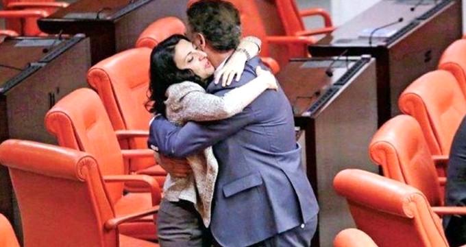 Meclis'te duygusal anlar! CHP'lilerin ayrılışı kolay olmadı