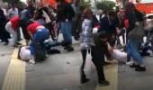 Kızların cadde ortasında saç saça baş başa kavgası kamerada