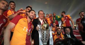 Galatasaraydan futbolculara şampiyonluk primi jesti