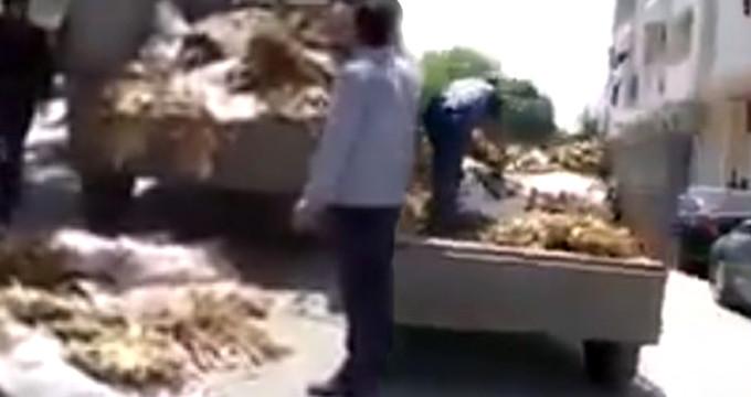 Borcunu ödeyemeyen çiftçi banka önünde kendini yakmaya kalktı