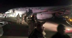 Felaketten kıl payı dönüldü! Uçak burun üstü iniş yaptı
