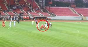 Bayrampaşalı futbolcular sahaya bayrak dikti, ortalık fena karıştı