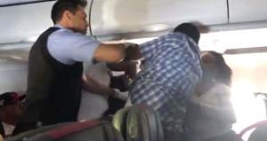 Daha fazla içki isteyen sarhoş yolcu uçağı birbirine kattı