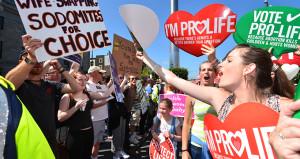 Kürtaj referandumunda sandığın rengi belli olmaya başladı