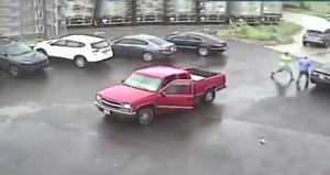 Trafikte dehşet saçtı! Tartıştığı adama balyozla saldırdı