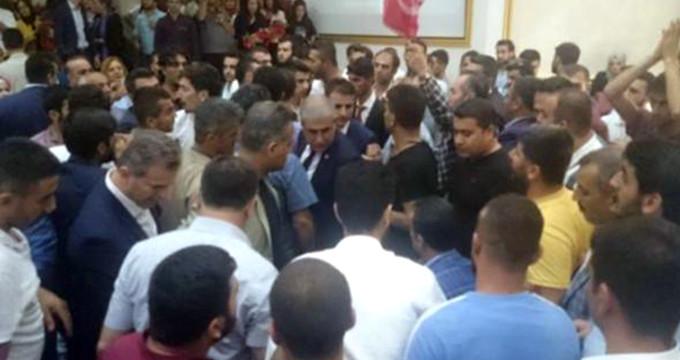 AK Parti'nin Diyarbakır aday tanıtım toplantısında ortalık karıştı