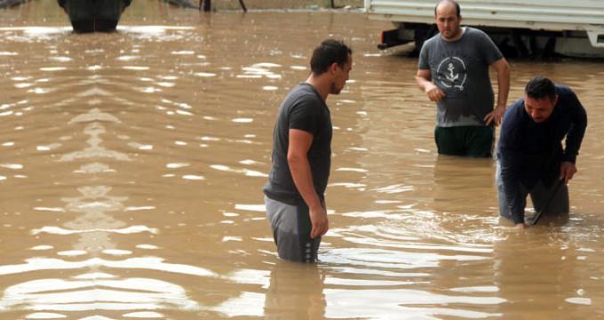 İstanbul yağışa teslim, Kocaeli ve Yalova'yı sel vurdu