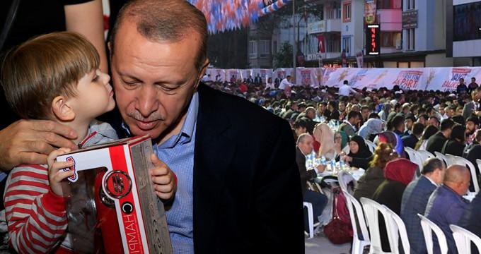 Orucunu binlerle birlikte açtı! Erdoğan'a iftarda yoğun ilgi