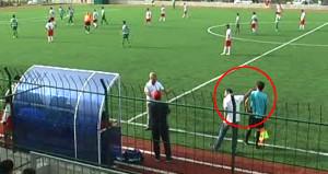 Türk futbolunda skandal eksik olmuyor! Antrenör yan hakemi tokatladı