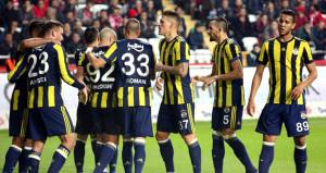 Fenerbahçede yaş sınırı! Yıldız futbolcular gözden çıkarıldı